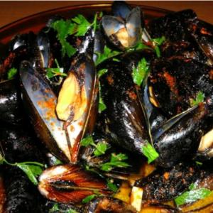 Mussels in Spanish Caldo de Pescado, Garlic & Shallot